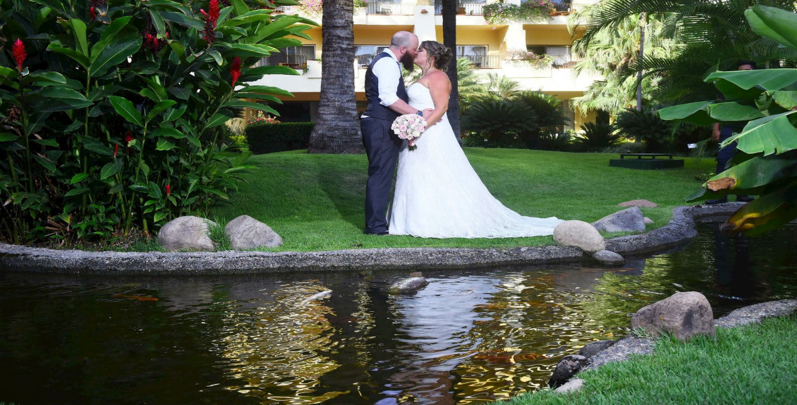 https---www.velasweddings.com-photogallery-large-homevelasvallarta-VV-BODA-1-1