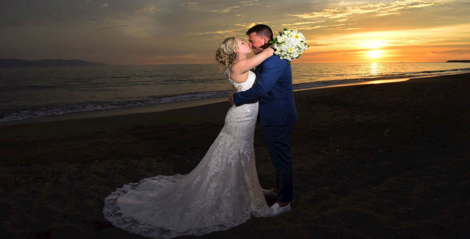 https---www.velasweddings.com-photogallery-large-homevelasvallarta-VV-BODA-7-1