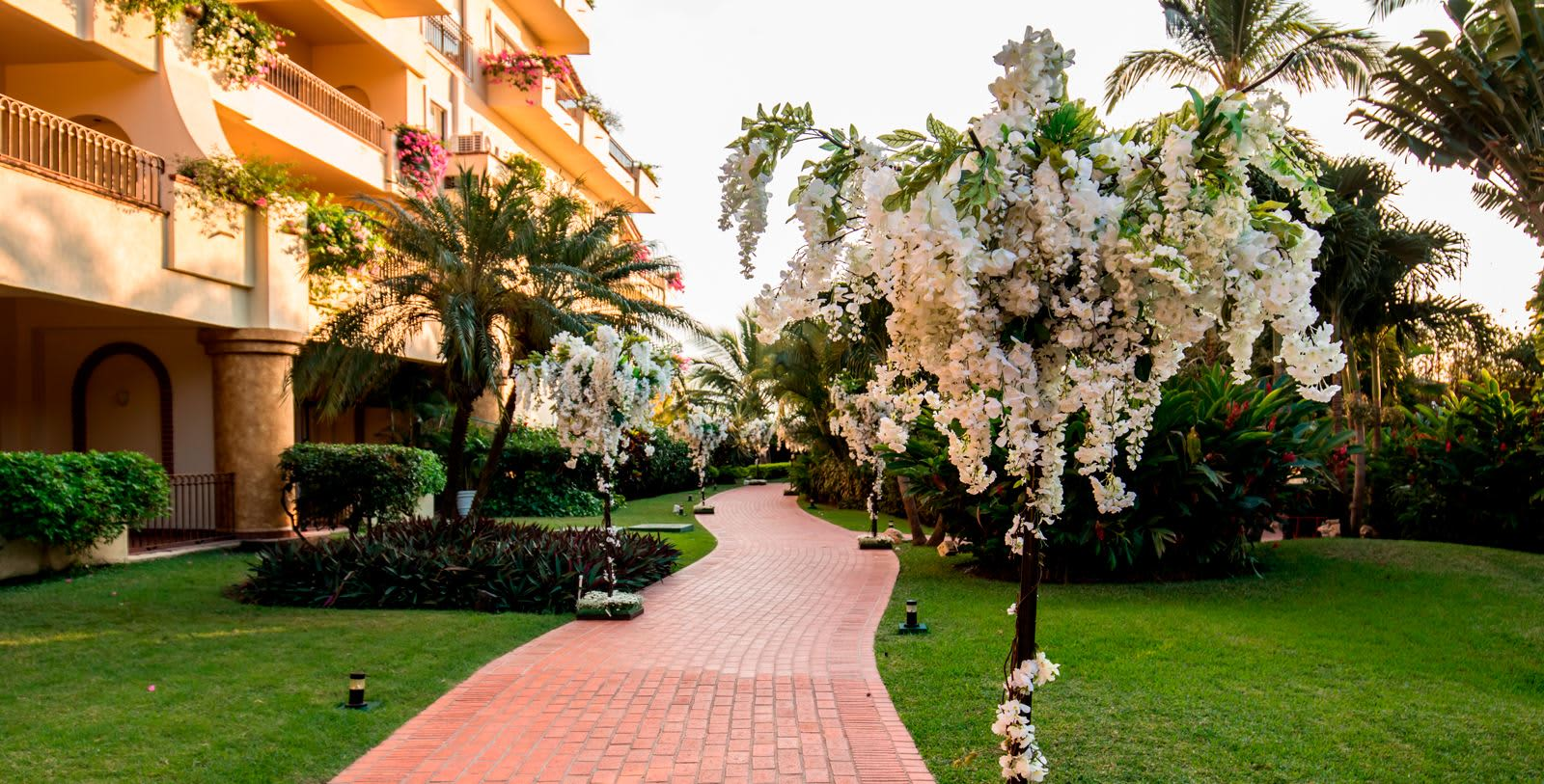 https---www.velasweddings.com-photogallery-large-homevelasvallarta-decoration-location-wedding-velas-valalrta-hotel