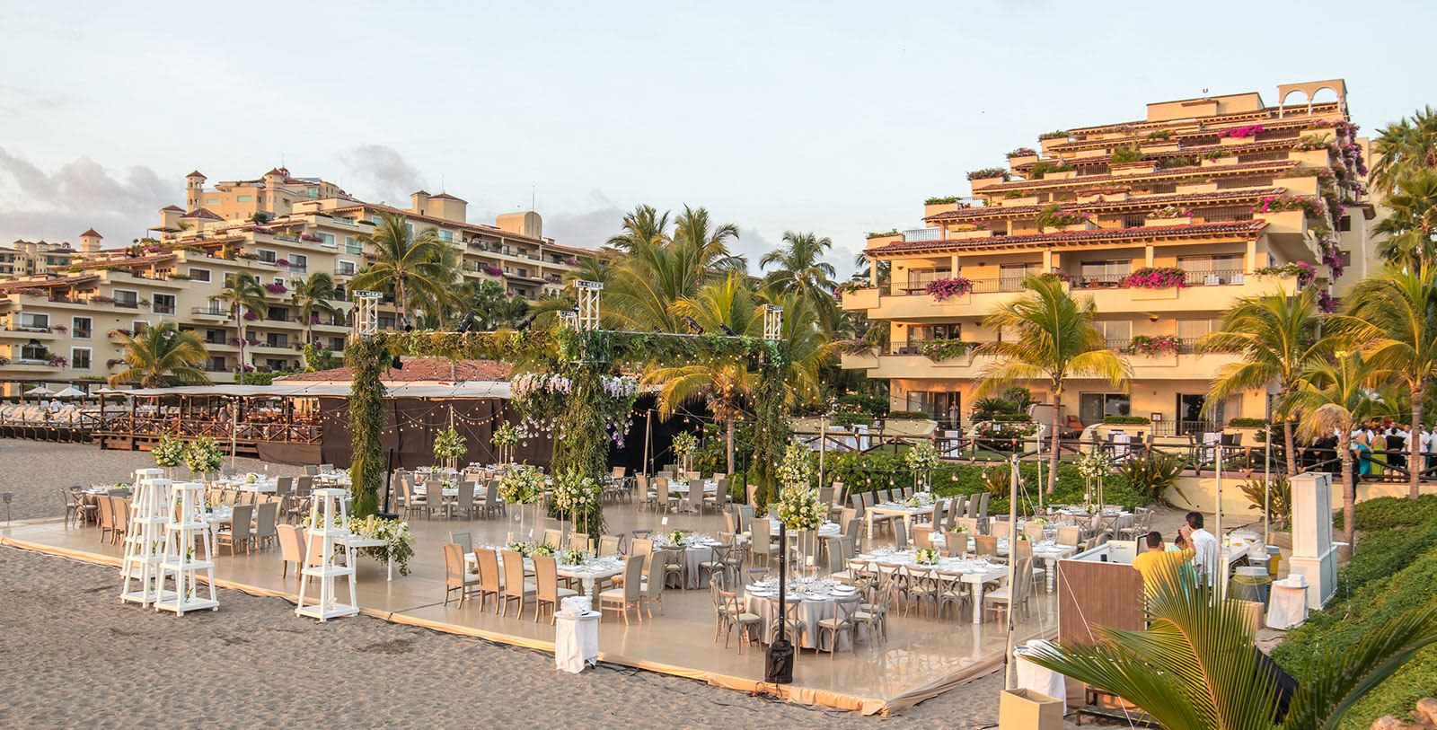 https---www.velasweddings.com-photogallery-large-homevelasvallarta-velas-vallarta-ph2