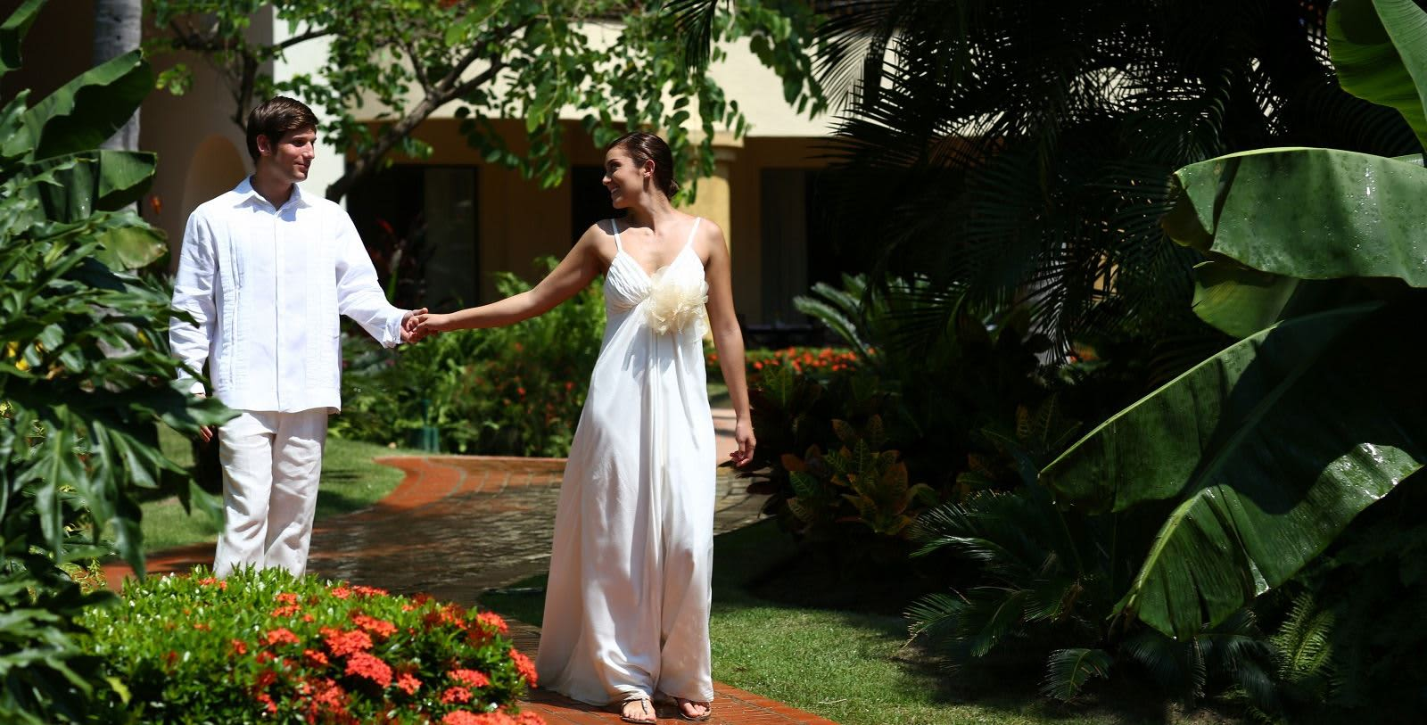 https---www.velasweddings.com-photogallery-large-homevelasvallarta-velas-vallarta2